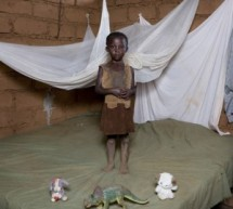 FOTO:  Copii din toata lumea, fotografiati cu obiectele lor cele mai de pret